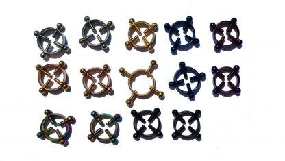 Dekorative Nippelringe quälen